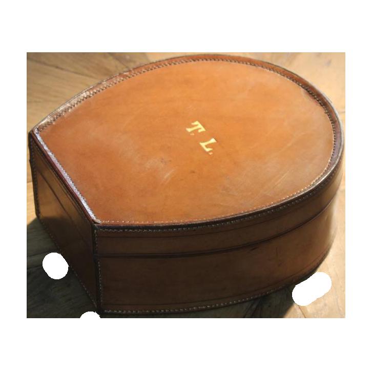 Wonderful Horseshoe Shaped Collar Box